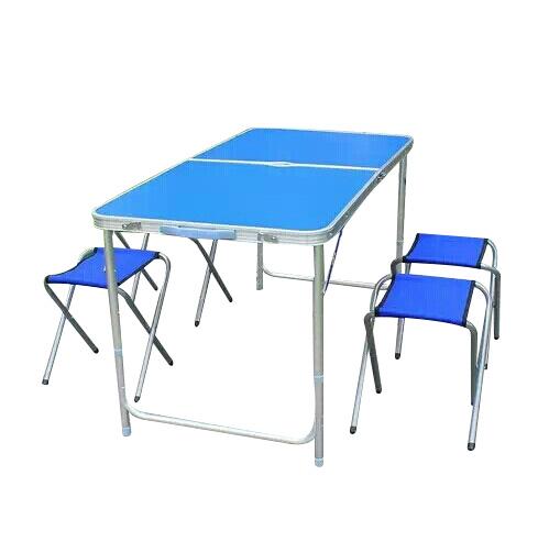 Campingbord med stoler. Sammenleggbart